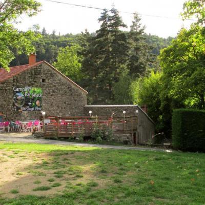 Terrasse du bar snack Les Eaux Vives