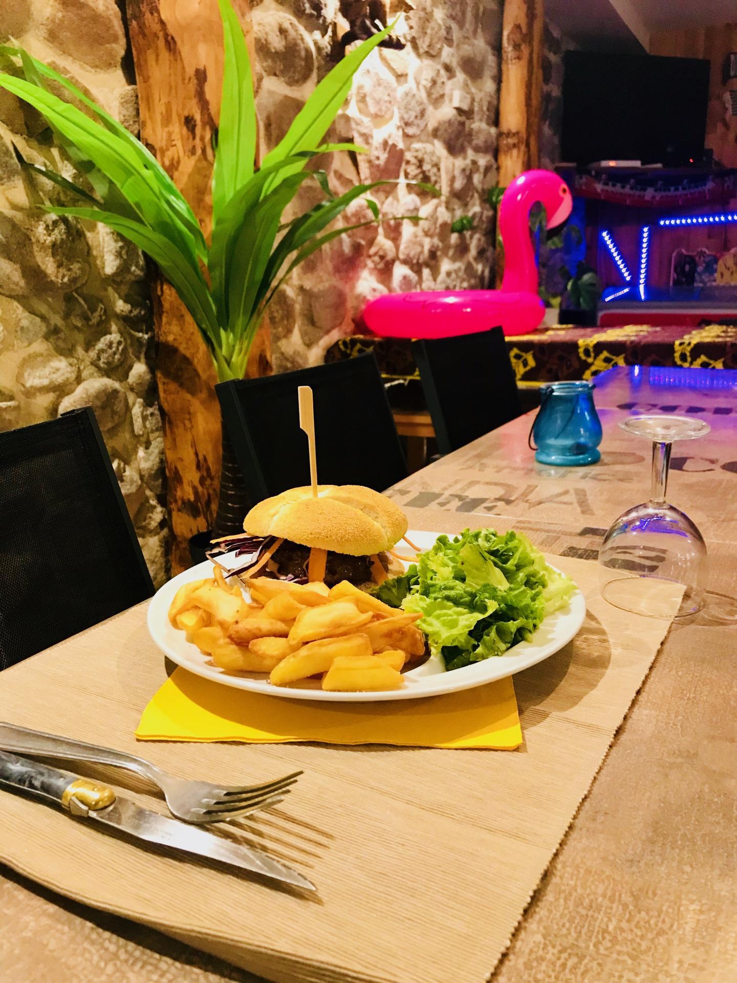 Le Spécial Burger Lozerien avec un steak d'Aubrac, un délice !